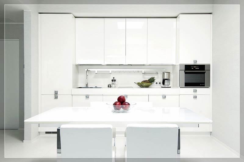 Özellikle parlak beyaz mutfak dolapları aldıkları ışığın %20'sini geri yansıtırlar.