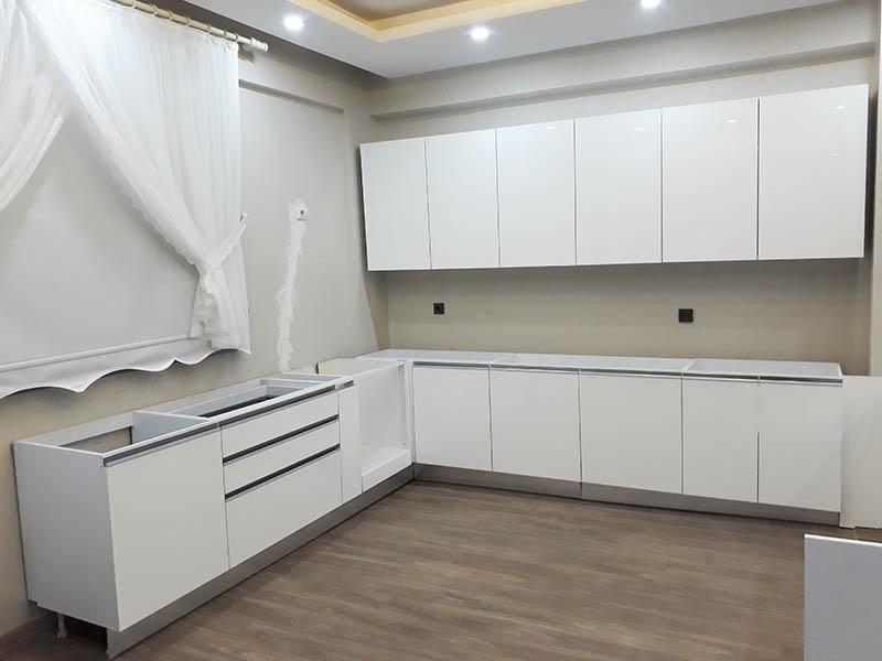 Bostancı'da montajladığımız modern bir beyaz mutfak tasarımı
